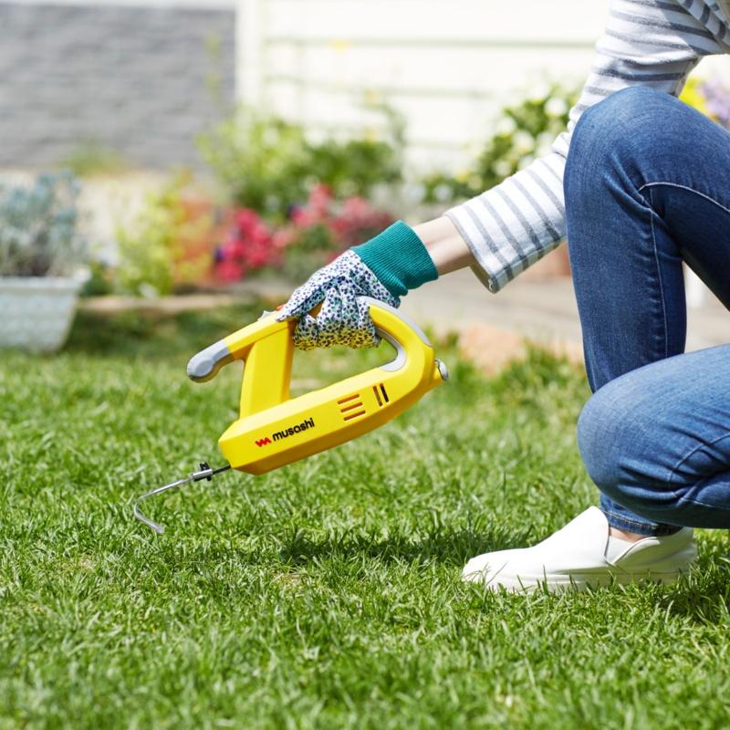 雑草を根こそぎ抜く!充電式除草バイブレーター